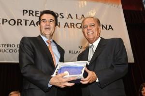 Alejandro Bulgheroni de PAE recibe la distinción.