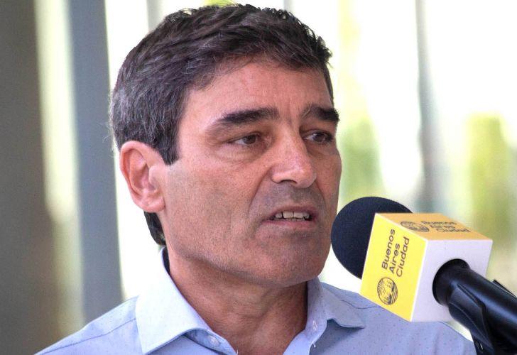 Fernán Quirós invitó a quienes tengan «necesidad imperiosa de encontrarse» a que lo hagan al aire libre