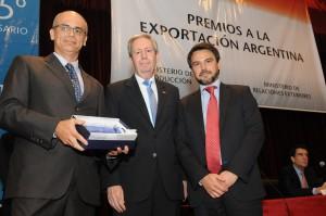 JOHN DEERE - Dario Maghenzani, gerente de Comercio Exterior, Logística y Compras y el señor Martín Beyries, gerente de Asuntos Corporativos Hispanoamérica Sur,