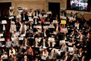 Los legisladores kirchneristas rompieron el protocolo.